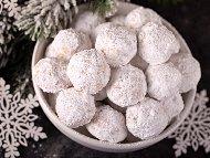 Рецепта Орехови сладки - таралежки с пудра захар за Коледа